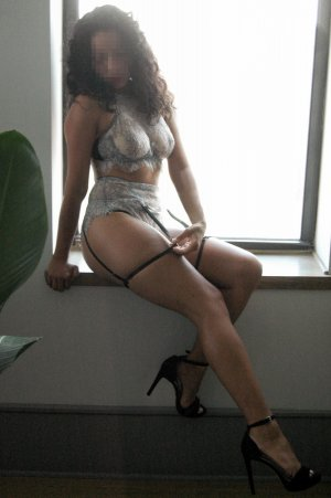 Clelie escorts in Iron Mountain Michigan
